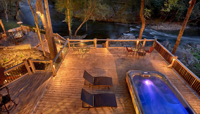 Luxury Gatlinburg Cabin On River
