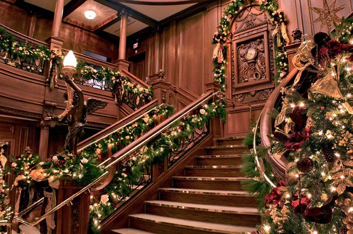 Titanic Pigeon Forge Christmas P ...
