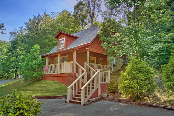 Enchantment honeymoon cabin in pigeon forge tn for Smoky mountain ridge cabins